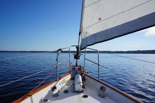 Cruising Neuse River in New Bern, North Carolina aboard the 43 foot sail Nirvana navigated by Captain Malinda Cayton.