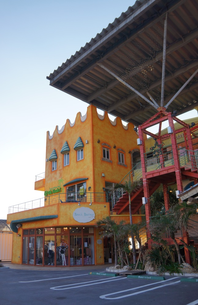 MIhama American Village is a glamorous commercial and entertainment center where family and friends come to enjoy a feast of food, fashion and fun in Chatan, Okinawa, Japan.