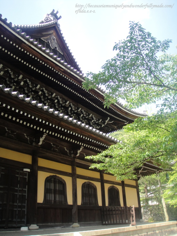The Hatto or Dharma Hall was reconstructed in 1909 and is used for conducting official rites. This is not open to the public