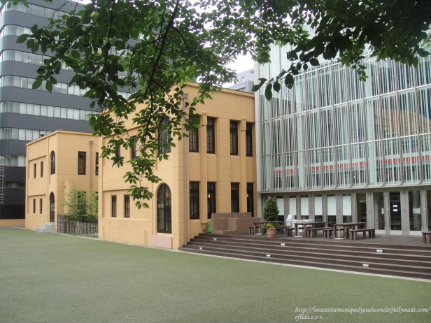 Kyoto International Manga Museum is housed in a former Tatsuike Primary School that has undergone some remodeling.