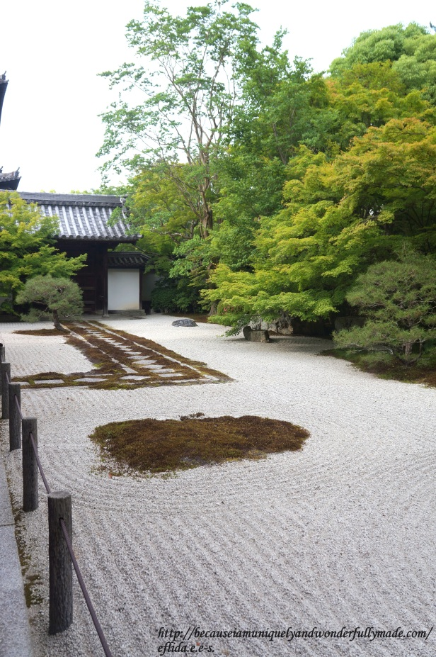 The footpath made of large square stones inside Tenjuan Temple in Kyoto is one of the few things that remained from the original temple.