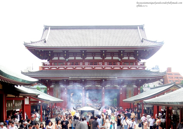 Also called as Asakusa Kannon Temple, Senso-ji is the oldest temple in Tokyo, Japan located right in the heart of Asakusa district.