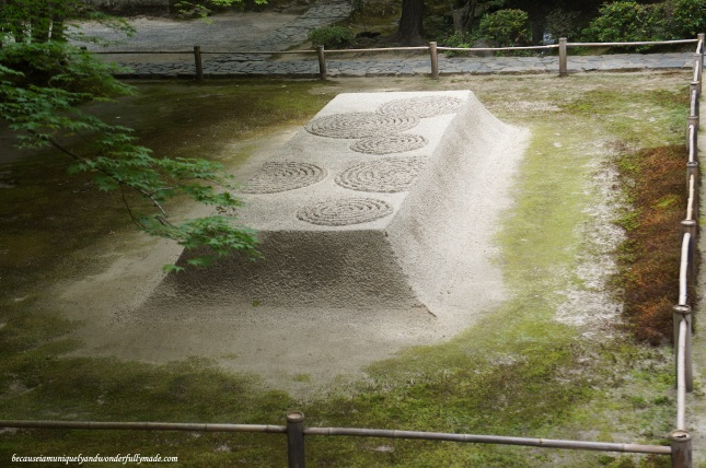 Closer view of Byakusadan 白砂壇, a raked mound of sand at Honen-in Temple in Kyoto, Japan. It symbolizes water that cleans the body and mind. Patterns on the top of the mounds are changed every four to five days.
