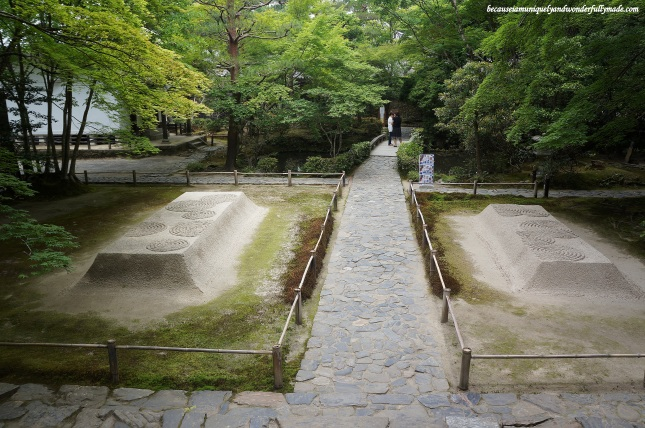 The two mound of sands at Honen-in Temple in Kyoto, Japan are called Byakusadan 白砂壇, symbolizing water that cleans the body and mind. Patterns on the top of the mounds are changed every four to five days.