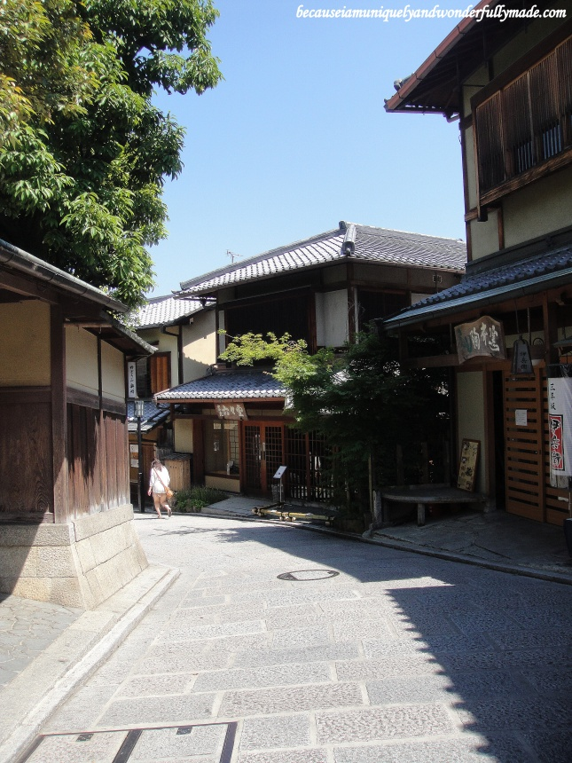 One of the most beautiful neighborhoods in Kyoto, Japan polished with old wooden houses, traditional tea houses, Japanese restaurants and souvenir shops : Ninen-zaka and Sannen-zaka 二念坂・産寧坂.