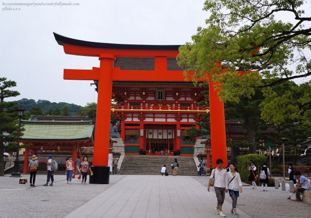 Behind the torii gate is the Romon Gate of Fushimi Inari which was donated in 1589 by the famous leader Toyotomi Hideyoshi when he prayed for his mother to recover from illness.