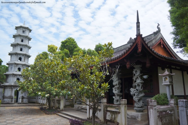 The beautiful Chinese architecture at Fukushuen Garden 福州園 in downtown Naha 那覇市 Okinawa 沖縄本島, Japan 日本国.