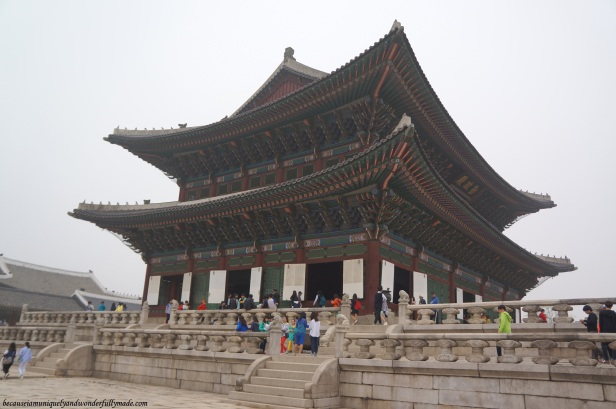 Geunjeongjeon Hall 근정전, the main hall of Gyeongbokgung Palace and the 223rd national treasure of South Korea, is where the King officially conducts the state's affairs and official meetings.