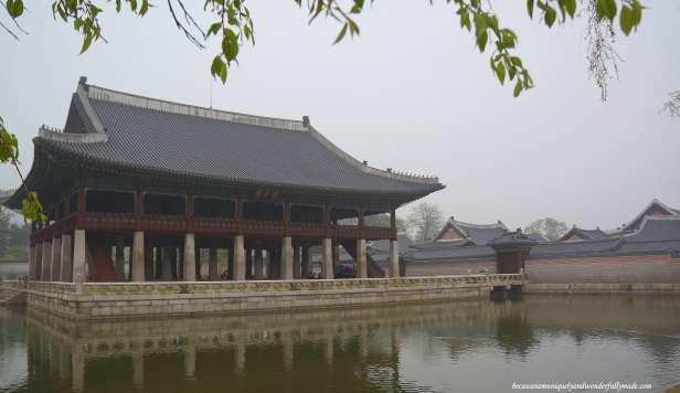 Gyeonghoeru 경회루 or the Gyeonghoeru Pavilion, is the Royal Banquet Hall where special state banquets were held inside the Gyeongbokgung Palace 경복궁 in Seoul, South Korea. This is the country's National Treasure No. 224.