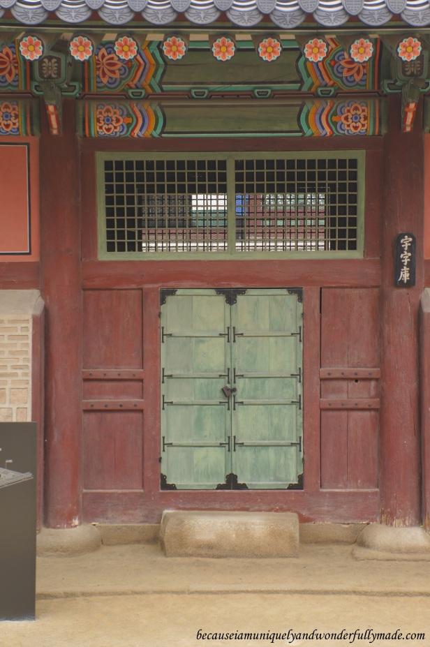 Random door with character at Gyeongbokgung Palace 경복궁 in Seoul, South Korea.