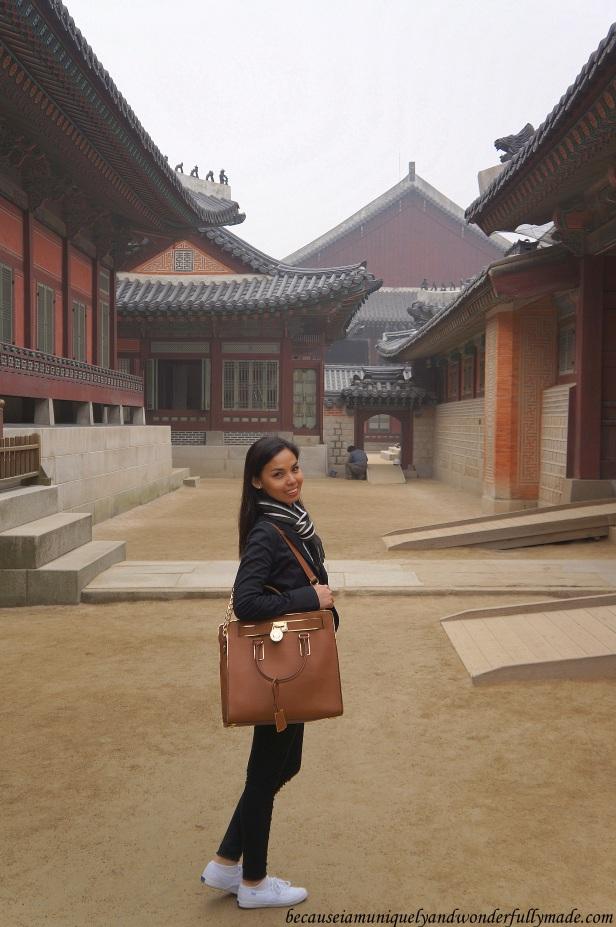 Beautiful random courtyard at Gyeongbokgung Palace 경복궁 in Seoul, South Korea.