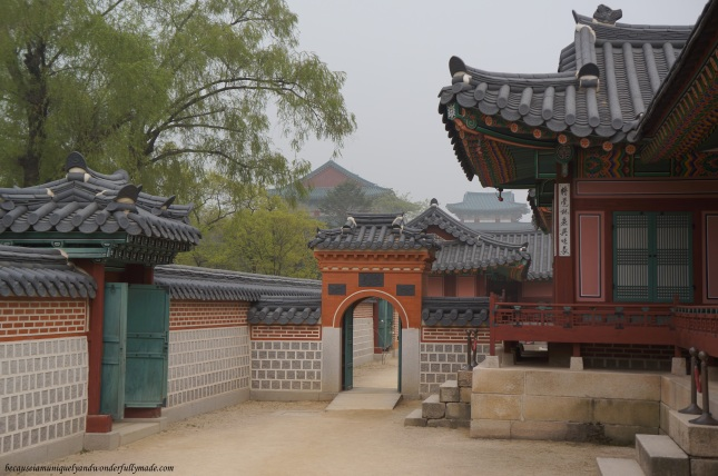 Wonderfully crafted courtyard at Gyeongbokgung Palace 경복궁 in Seoul, South Korea.
