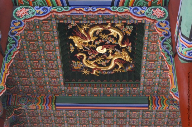 The golden dragon on the ceiling of Geunjeongjeon Hall indicates royalty.