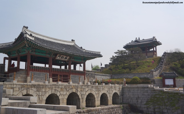 Hwahongmun Gate (화홍문), part of the Hwaseong Fortress [UNESCO World Heritage] (수원 화성 [유네스코 세계문화유산])  – Suwon 수원, South Korea.