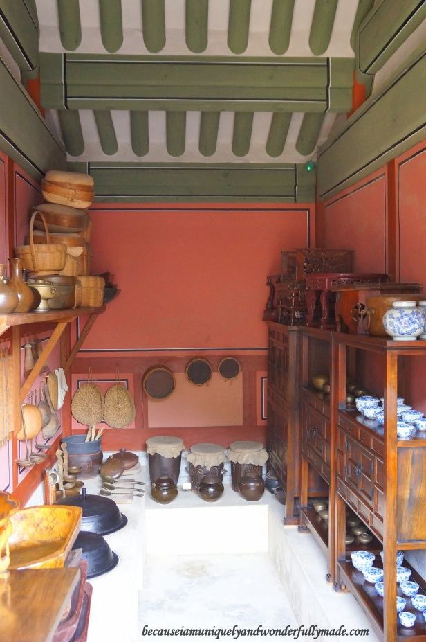 Food storages inside Bongnaedang 복내당 at Hwaeseong Haenggung Palace 화성행궁 – Suwon 수원, South Korea.
