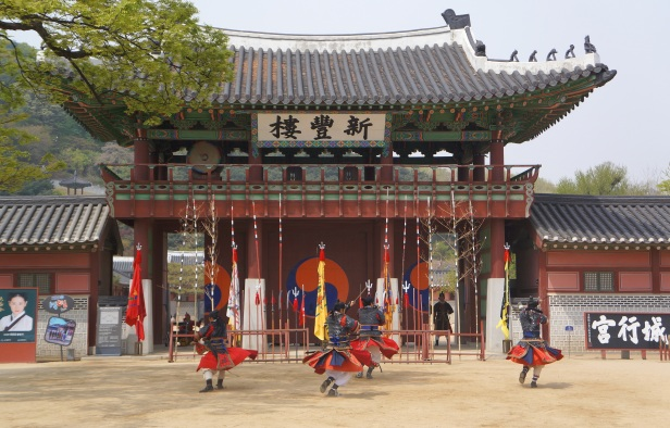 Sinpungnu Pavilion 신풍루 at Hwaeseong Haenggung Palace 화성행궁 – Suwon 수원, South Korea