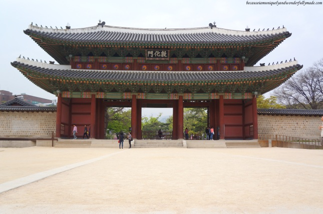Donhwamun Gate 돈화문, the two-storied building that serves as the main entrance to the Changdeokgung Palace 창덕궁 complex in Seoul, South Korea.