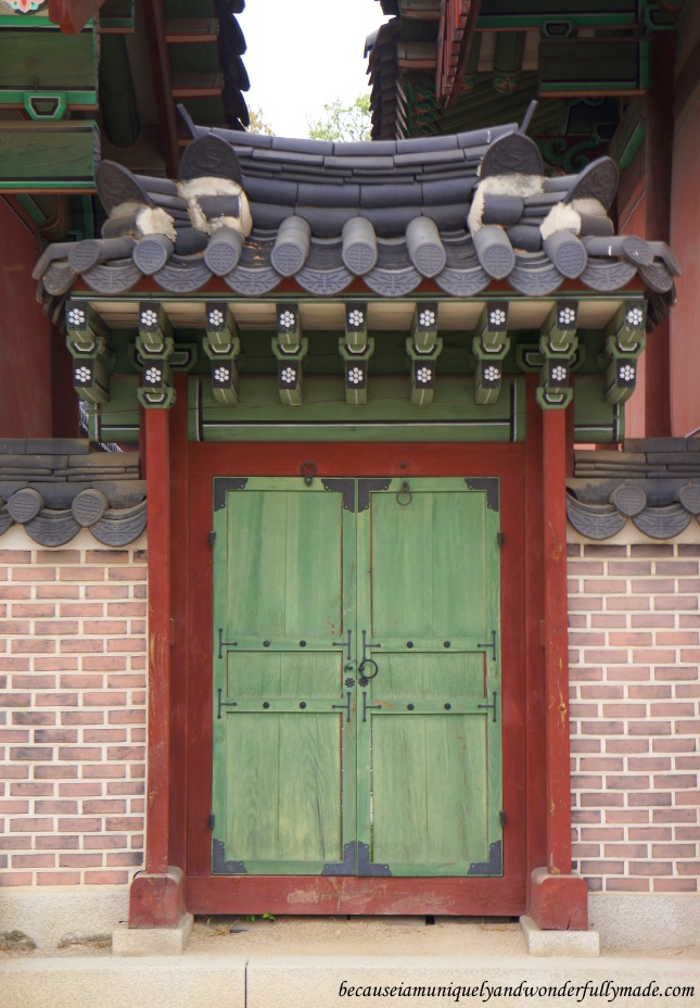 One of the doors at the Changdeokgung Palace 창덕궁 complex in Seoul, South Korea that speaks of beauty.
