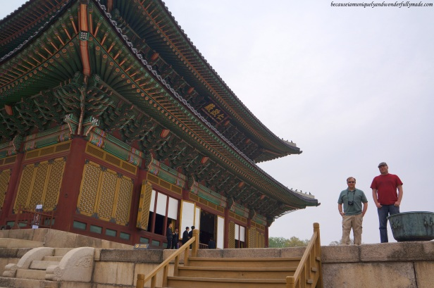 Hubby Jon and his friend, JT, standing in front of the Injeongheon Hall 인정전, the main throne hall of Changdeokgung Palace 창덕궁 in Seoul, South Korea, probably plotting how to win the throne.