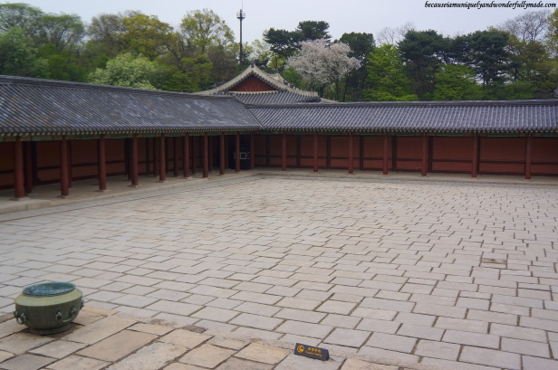 The courtyard in front of Injeongheon Hall 인정전 at Changdeokgung Palace 창덕궁 in Seoul, South Korea.