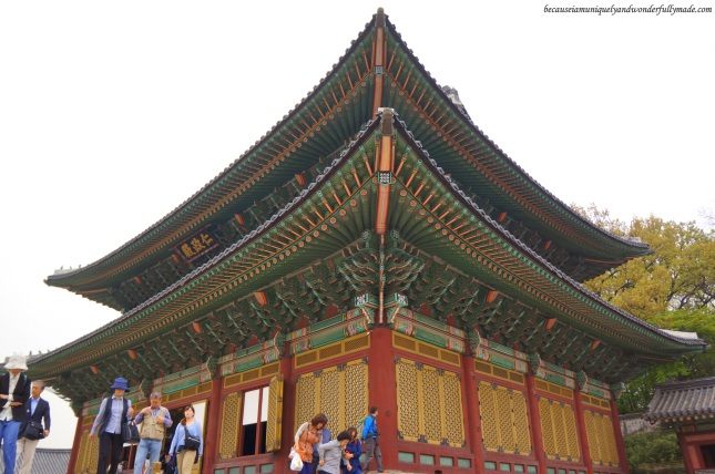 A closer view of Injeongheon Hall 인정전, the main throne hall of Changdeokgung Palace 창덕궁 in Seoul, South Korea. The details of the roof is artistically beautiful!