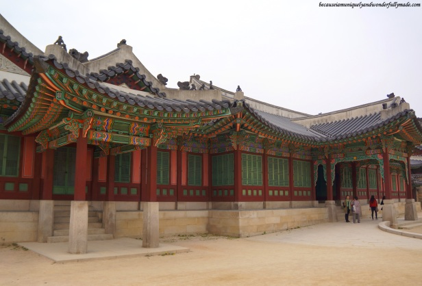 Huijeongdang Hall 희정당 is the King's work station. The hall's interior design is heavily influenced by the West and the drive way is built to accommodate the King's newly introduced modern mode of transportation, the car.