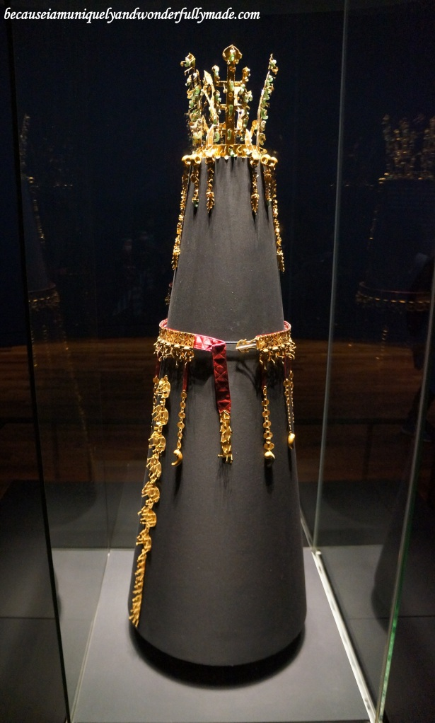 The Golden crown of Silla Kingdom, National Treasure No. 188 of South Korea, as displayed inside the National Museum of Korea 국립중앙박물관 in Yongsan, Seoul.
