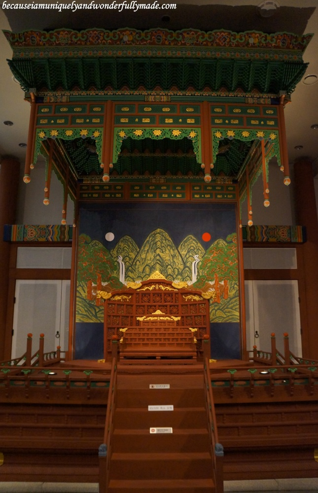 A replica of the King's throne as displayed inside the National Museum of Korea 국립중앙박물관 in Yongsan, Seoul, South Korea.