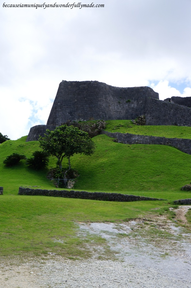 Katsuren Castle 勝連城 (Katsuren-gusuku) is a UNESCO World Heritage Site in Okinawa 沖縄県 designated in 2000.