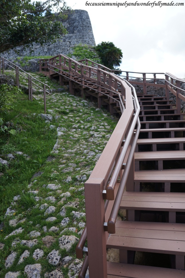The old and original steps to the top of Katsuren Castle 勝連城 (Katsuren-gusuku) as seen on the left, and the new stairs on the right.