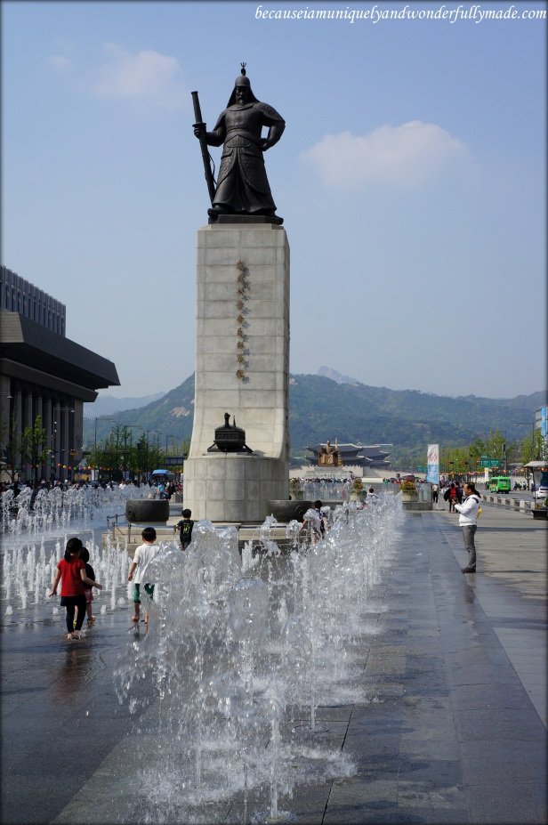 Also at the center Gwanghwamun Square is the statue of Admiral Yi Sunshin 이순신 , a naval commander noted for his victories against the Japanese navy.