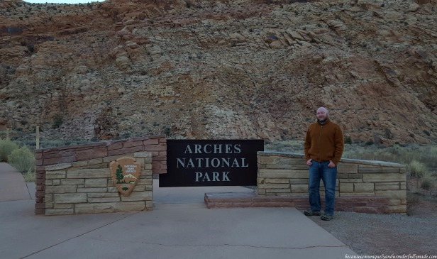 The entrance to Arches National Park is just off US 191. It is highly recommended to grab a map guide and (re(fill your bottles with water at the Park's Visitor Center which runs from 8AM to 4:30PM, with extended hours in the busy season.